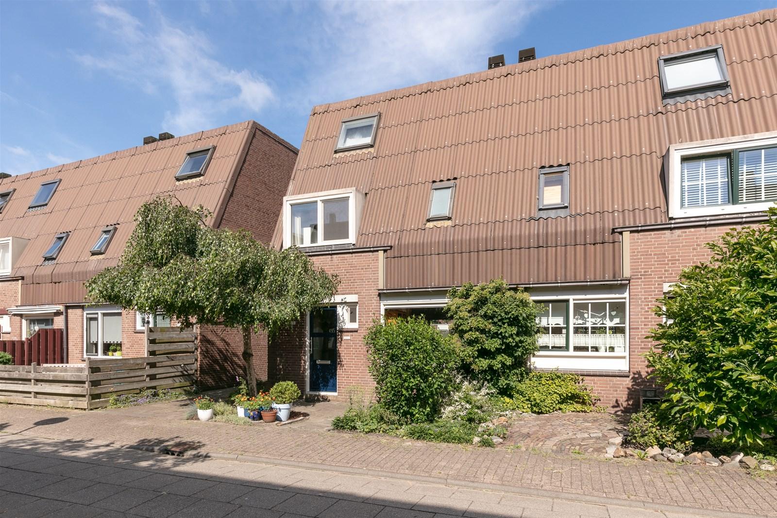 Complete Badkamer Almere : Bosgouw almere de linden makelaardij